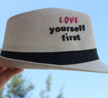 love yourself first şapka