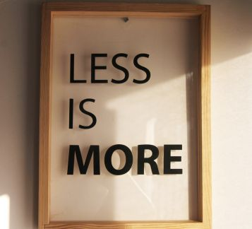 less is more ahşap tablo